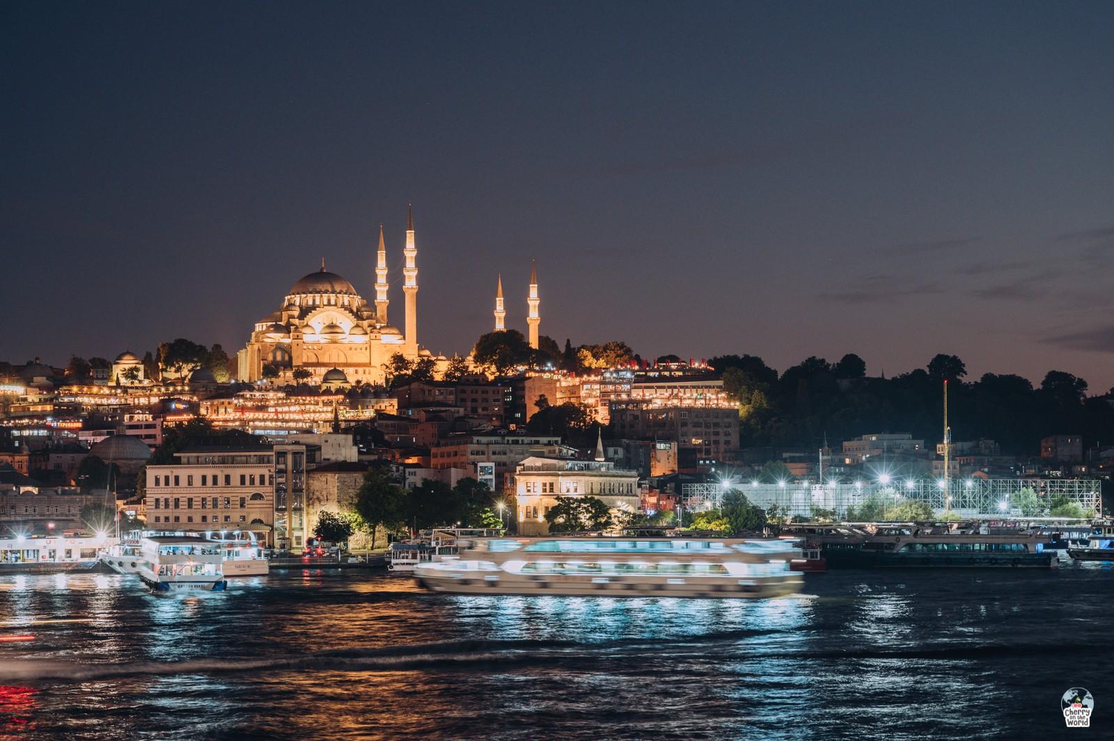 Istanbul - orașul vibrant așezat pe 2 continente